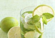 mojito зеленого цвета коктеила предпосылки Стоковое Изображение RF