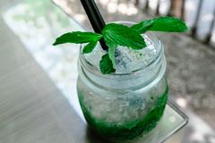 Mojito коктеиля на таблице Стоковые Фотографии RF