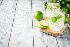 Mojito aigre de cocktail d'été photo stock