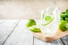 Mojito aigre de cocktail d'été images stock