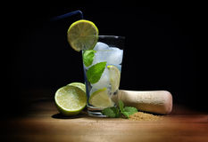 Mojito-Cocktail mit Tageslicht stockfoto