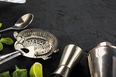 Mojito coctailar kopierar tequila f?r sodavatten f?r rom f?r is f?r utrymmemintkaramelllimefrukt arkivbild
