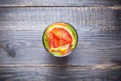 Mojito con las naranjas rojas fotos de archivo