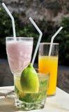 Mojito, milk-shake y zumo de naranja Imágenes de archivo libres de regalías