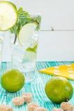 Mojito nos vidros com cubos de gelo Imagens de Stock