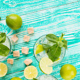 Mojito nos vidros com cubos de gelo Foto de Stock Royalty Free