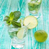 Mojito nos vidros com cubos de gelo Foto de Stock