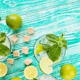 Mojito w szkłach z kostkami lodu Zdjęcie Royalty Free