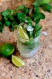 Mojitococktail in een dienst, selectieve nadruk Stock Foto