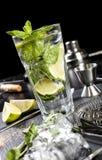 Mojitococktail het maken Ingrediënten en werktuigen Royalty-vrije Stock Foto's