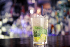 Mojitococktail op de bar Royalty-vrije Stock Afbeelding