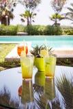 2 mojitoes с стеклом Aperol Spritz на предпосылке Стоковая Фотография