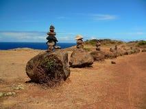 Mojones de la roca en un Trailhead Imagenes de archivo