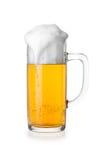 Mok bier dat op witte achtergrond wordt geïsoleerdl Royalty-vrije Stock Afbeelding