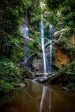 Mok Fa vattenfall Arkivfoton