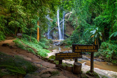 Mok Fa vattenfall Arkivbilder