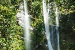 Mok Fa vattenfall, Chiang Mai, Thailand Royaltyfri Foto