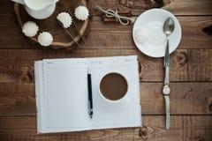 Mok koffie en schuimgebakje Royalty-vrije Stock Fotografie