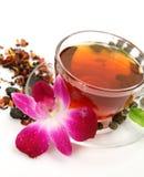 Mok met thee en een bloem Royalty-vrije Stock Foto's