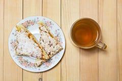 Mok thee met een plaat van cake Royalty-vrije Stock Fotografie