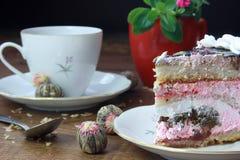 Mok van thee en dessert Stock Foto's