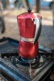 Moka del caffè espresso di Caffettiera, campeggio del caffè fotografie stock