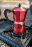 Moka do café de Caffettiera, acampamento do café imagens de stock royalty free
