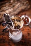 Moka kaffekruka på ugnen Fotografering för Bildbyråer