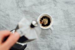 Moka kruka med kaffe royaltyfria bilder