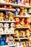 Mokiet zabawki Dla dzieciaków Przy sprzedażą W Disney sklepie Zdjęcia Stock