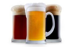 Mokinzameling van ijzig bier met schuim Stock Afbeelding