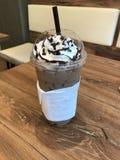 Mokka gefror Kaffee, mit Schlagsahne lizenzfreie stockfotografie