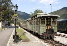 Mokra σιδηροδρομικός σταθμός μετρητών Gora στενός στοκ φωτογραφία με δικαίωμα ελεύθερης χρήσης