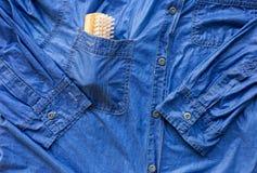 Mokra cajg koszula, namok i obmycie, obrazy stock