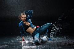 Mokra dancingowa kobieta. Obraz Stock