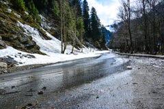 Mokra droga w Naran Kaghan dolinie, Pakistan obrazy stock