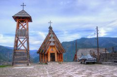 Mokra Gora, Houten Stad/Mechavnik/- de Stad die bouwstijl voor het de film 'Leven was is een mirakel 'door Emir Kusturica stock afbeelding