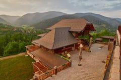 Mokra Gora, Serbia - 2 giugno 2017: Villaggio di Drvengrad in occidentale Fotografia Stock Libera da Diritti