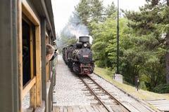 Mokra Gora, Serbien, am 17. Juli 2017: Warten auf die Dampflokomotive Stockbilder