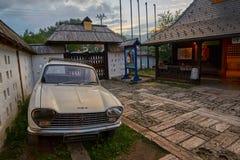 Mokra Gora, Serbien - Juni 02, 2017: Drvengrad by i västra Royaltyfri Bild