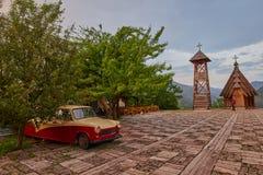 Mokra Gora, Serbien - Juni 02, 2017: Drvengrad by i västra Royaltyfri Foto