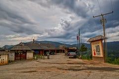 Mokra Gora, Servië - Juni 02, 2017: Drvengraddorp in Westelijk Stock Foto