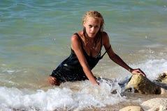 mokra klęczenie blond kipiel Zdjęcie Royalty Free