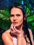 Mokra kobieta z wody kroplą Obrazy Royalty Free