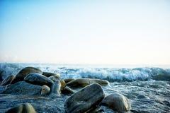 Mokre morze skały, myć fala Zdjęcie Stock