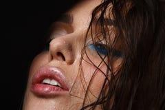 Mokry kobieta portret z wodą opuszcza na twarzy Obrazy Stock