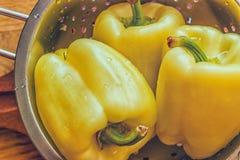 Mokry koloru żółtego pieprz Obraz Stock