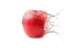 Mokry soczysty czerwony jabłko Zdjęcia Stock