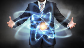 Molécula do átomo nas mãos Fotos de Stock