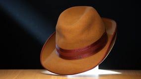 Molécule en bois de table de chapeau de vintage dynamique clips vidéos
